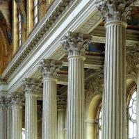 Který sloup pocházející z antické architektury se s oblibou používal i na stavbách v období klasicismu, empíru, novorenesance a v upravené podobě i v období baroka a rokoka? – obrázek č.1  (náhled)