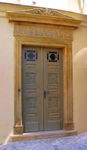 V jakém slohu byl postaven portál na obrázku č.6? (náhled)