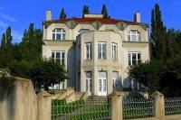 V jakém stavebním slohu je postavena Kovařovicova vila v Praze na obrázku č.14? (náhled)