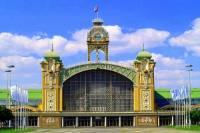 Jaká stavba, která je uměleckou a technickou památkou, je na obrázku č.2? (náhled)