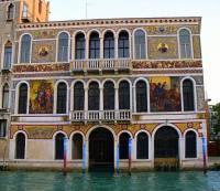 Jak se jmenuje jeden z nejkrásnějších benátských paláců na fotografii č.7? (náhled)