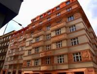 Jaká budova v Praze je na obrázku č.13? (náhled)