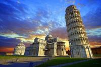 Jak se jmenuje a kde se nachází náměstí, na kterém mohou turisté navštívit komplex historických staveb na fotografii č.3?  (náhled)