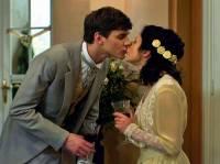 """Líbají se na obrázku č.20 Adélka Rybenská a lord Eduard Taylor Mokřenský v pohádce """"Kouzelná tetička Valentýna""""? (náhled)"""