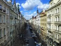 Jak se jmenuje ulice na obrázku? (náhled)