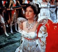 Šaty a šperky na fotografii č.7 pocházejí z historického období: (náhled)