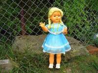 V kterém období 20. století byla hitem chodící a mluvící panenka na fotografii č.15? (náhled)