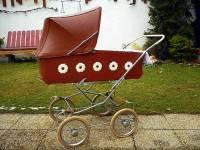 V kočárku na obrázku č.19 se vozily děti v kterém období 20. století? (náhled)