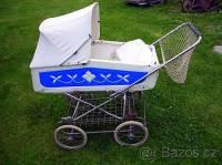 V jakých letech 20. století se vozila miminka v kočárku na fotografii č.20? (náhled)