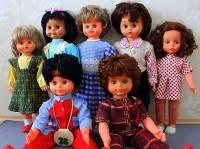 V kterých letech 20. století si hrála děvčátka nejvíce s panenkami na obrázku č.21? (náhled)