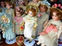 Historické panenky s porcelánovou hlavičkou na fotografii č.3 pocházejí z období: (náhled)