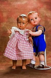 V kterých letech 20. století si hrály děti nejvíce s panenkami na obrázku č.6? (náhled)