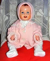 Z kterých let 20. století pochází panenka-miminko na obrázku č.9? (náhled)