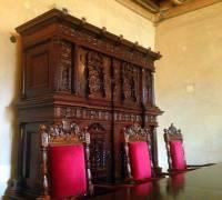 Z kterého historického období pochází nábytek na obrázku č.15? (náhled)