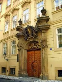 Ve kterém stavebním slohu byl postaven portál na fotografii č.15? (náhled)