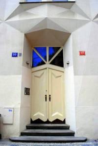 Portál na obrázku č.16 byl vytvořen ve stavebním slohu: (náhled)