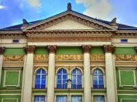 Stavební sloh, ve kterém byla vytvořena fasáda budovy na fotografii č.22, se nazývá: (náhled)