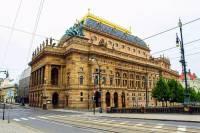 V jakém stavebním slohu byla postavena historická budova na fotografii č.14? (náhled)