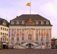 Historická budova na fotografii č.17 byla postavena ve stavebním slohu: (náhled)