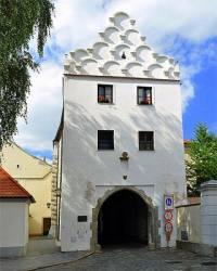 Historický dům na obrázku č.21 byl postaven ve stavebním slohu: (náhled)