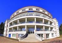 Budova na obrázku č.27 byla postavena ve stavebním slohu: (náhled)