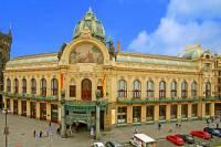 V jakém stavebním slohu byla postavena historická budova na fotografii č.28? (náhled)