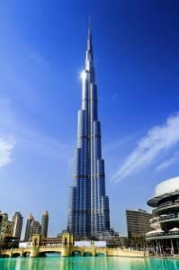 Představitelkou moderní architektury je originální budova na obrázku č.30, která je v současné době nejvyšší stavbou světa. V kterých letech probíhala výstavba této monumentální budovy a jaké výšky nejvyšší stavba světa – Burdž Chalífa (= Chalífova věž) - dosahuje? (náhled)