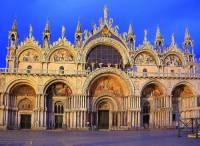 Která sakrální stavba, patřící mezi skvosty světové architektury, je na obrázku č.2? (náhled)