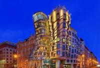 Jak se jmenuje originální pražská stavba z 90. let 20. století na fotografii č.1? (náhled)