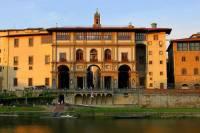 Jaká historická budova je na obrázku č.13? (náhled)