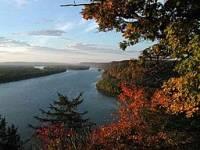Která řeka tvoří západní hranici tohoto státu? (náhled)