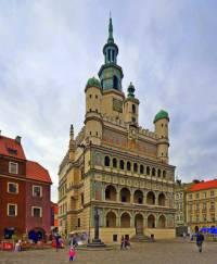 Historická radnice na fotografii č.18 patří mezi turisticky atraktivní budovy ve městě: (náhled)