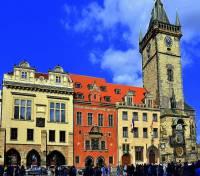 Radnice na obrázku č.1 patří k dominantám města: (náhled)