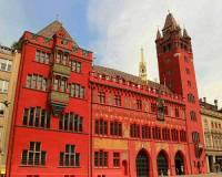 Radnice na fotografii č.20 patří k reprezentativním budovám města: (náhled)