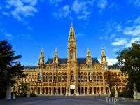 Jak se jmenuje město, k jehož dominantám patří i radnice na fotografii č.2? (náhled)