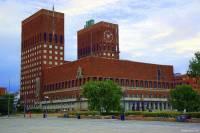 Radnice na obrázku č.3 se nachází ve městě: (náhled)