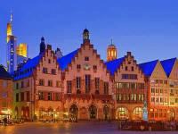 Historická radnice na fotografii č.8 patří mezi turisticky atraktivní budovy ve městě:  (náhled)