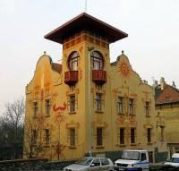 Vila na obrázku č.25 byla postavena ve stavebním slohu: (náhled)