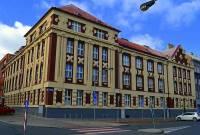 V jakém stavebním slohu byla postavena budova na obrázku č.27? (náhled)