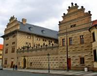 Jaká historická budova je na obrázku č.3? (náhled)