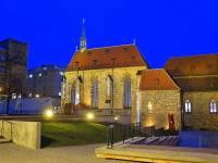Na obrázku č.2 je jedna z nejvýznamnější památek Prahy. Jak se jmenuje? (náhled)