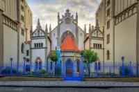 Historická stavba na fotografii č.6, která patří k významným pražským židovským památkám se jmenuje: (náhled)
