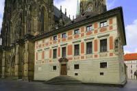 Historická stavba v těsném sousedství chrámu sv. Víta na obrázku č.7 je: (náhled)