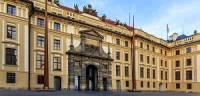 Které nádvoří Pražského hradu je na obrázku č.14? (náhled)