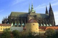 Věž stojící v areálu Pražského hradu na obrázku č.16 se jmenuje: (náhled)