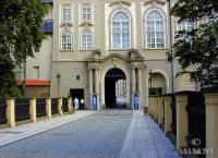Jak se jmenuje most na obrázku č.17, který je přístupovou cestou na Pražský hrad ze severní strany? (náhled)