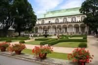 Jak se jmenuje historická památka patřící k areálu Pražského hradu na fotografii č.18, která je považována za nejkrásnější renesanční stavbu na sever od Alp? (náhled)