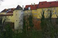 V areálu Pražského hradu bylo postaveno i několik věží. Jak se jmenuje věž na obrázku č.9?  (náhled)