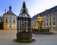 Které nádvoří Pražského hradu je na fotografii č.4? (náhled)