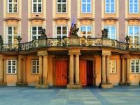 Na kterém nádvoří Pražského hradu si mohou turisté prohlédnout prezidentský balkon na obrázku č.5? (náhled)